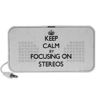 Gardez le calme en se concentrant sur des stéréos