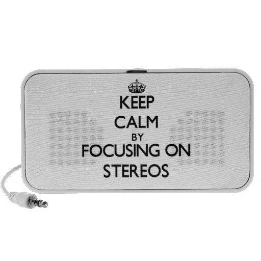 Gardez le calme en se concentrant sur des stéréos haut-parleur mp3