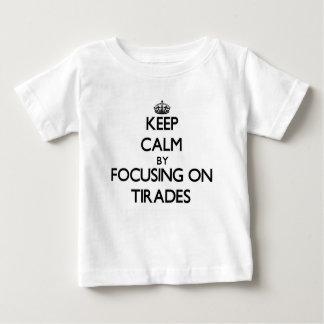 Gardez le calme en se concentrant sur des tirades t-shirts