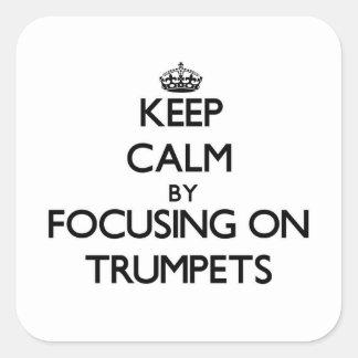 Gardez le calme en se concentrant sur des trompett