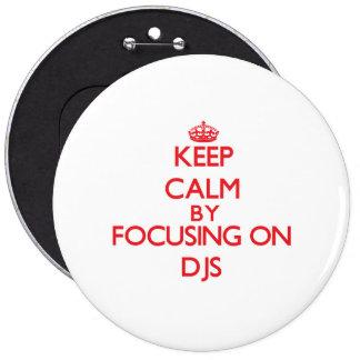 Gardez le calme en se concentrant sur DJs Pin's Avec Agrafe
