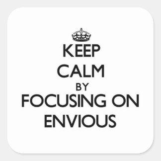 Gardez le calme en se concentrant sur ENVIEUX Autocollants Carrés