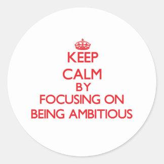 Gardez le calme en se concentrant sur être adhésif rond