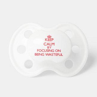 Gardez le calme en se concentrant sur être inutile tétine pour bébé
