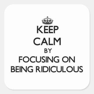 Gardez le calme en se concentrant sur être ridicul autocollants carrés