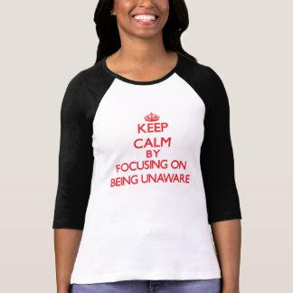 Gardez le calme en se concentrant sur être t-shirts