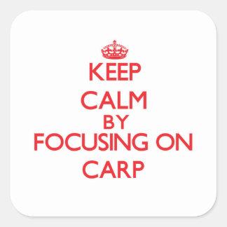 Gardez le calme en se concentrant sur la carpe sticker carré