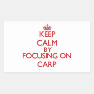 Gardez le calme en se concentrant sur la carpe autocollant rectangulaire