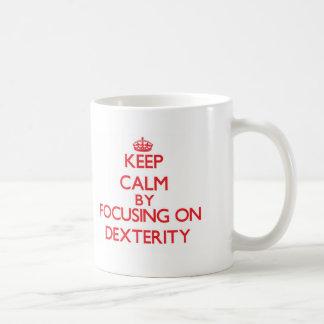 Gardez le calme en se concentrant sur la dextérité tasses à café