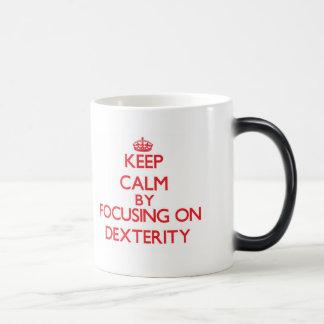 Gardez le calme en se concentrant sur la dextérité tasse