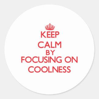Gardez le calme en se concentrant sur la fraîcheur autocollant rond