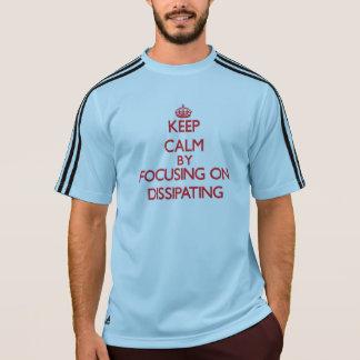 Gardez le calme en se concentrant sur la t-shirts