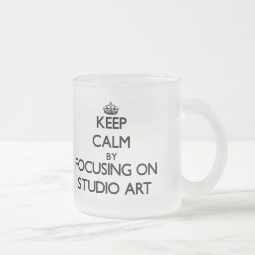 Gardez le calme en se concentrant sur l'art de tasse