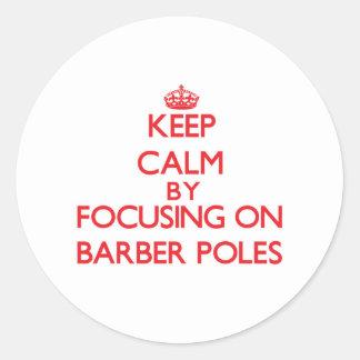 Gardez le calme en se concentrant sur le coiffeur autocollants ronds