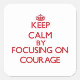 Gardez le calme en se concentrant sur le courage sticker carré