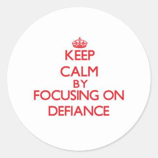 Gardez le calme en se concentrant sur le défi adhésifs ronds