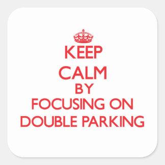 Gardez le calme en se concentrant sur le double autocollant carré