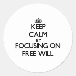 Gardez le calme en se concentrant sur le libre sticker rond