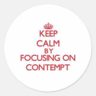Gardez le calme en se concentrant sur le mépris adhésifs ronds