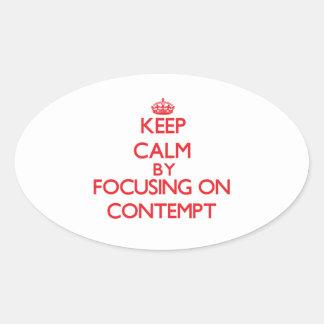 Gardez le calme en se concentrant sur le mépris autocollant ovale