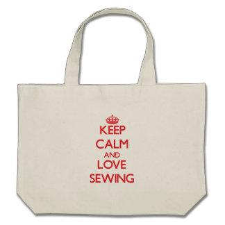 Gardez le calme et aimez coudre sac fourre-tout