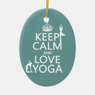 Gardez le calme et aimez le yoga (les couleurs ornement ovale en céramique