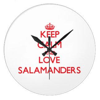 Gardez le calme et aimez les salamandres grande horloge ronde