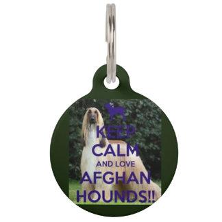 gardez le calme et aimez l'étiquette de chien de médaillon pour animaux
