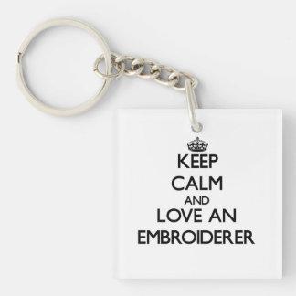 Gardez le calme et aimez un Embroiderer Porteclés