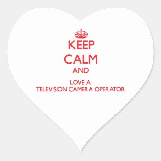 Gardez le calme et aimez un opérateur de caméra de autocollant en cœur