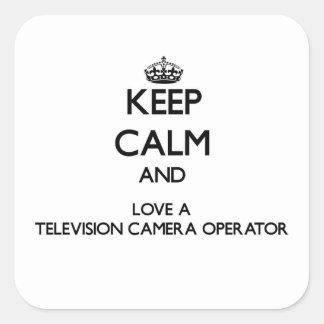 Gardez le calme et aimez un opérateur de caméra de autocollants carrés