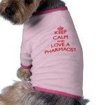 Gardez le calme et aimez un pharmacien manteaux pour chien