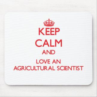Gardez le calme et aimez un scientifique agricole tapis de souris