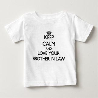 Gardez le calme et aimez votre beau-frère t-shirt pour bébé