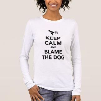 Gardez le calme et blâmez le chien t-shirt à manches longues