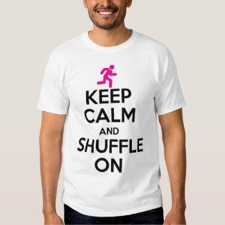 Gardez le calme et brouillez dessus t-shirt