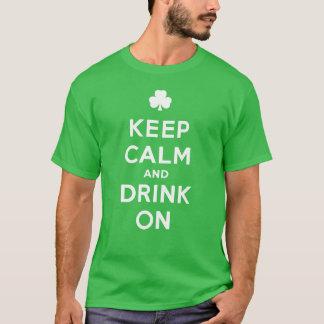 Gardez le calme et buvez dessus - la chemise drôle t-shirt