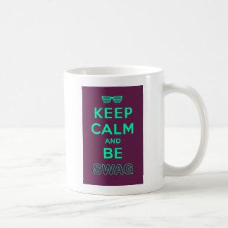 Gardez le calme et continuez soit des lunettes de mug