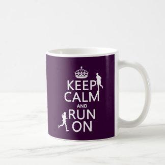Gardez le calme et courez sur (les couleurs mug