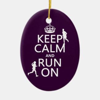 Gardez le calme et courez sur (les couleurs ornement ovale en céramique