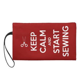 Gardez le calme et cousez sur le rouge sac à main avec dragonne