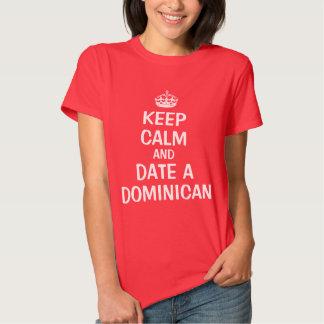 Gardez le calme et datez un Dominicain T-shirt