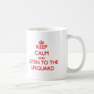 Gardez le calme et écoutez le maître nageur mug