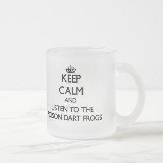 Gardez le calme et écoutez les grenouilles de dard tasse à café