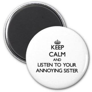 Gardez le calme et écoutez votre soeur ennuyante magnet rond 8 cm
