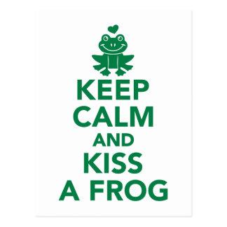 Gardez le calme et embrassez une grenouille carte postale