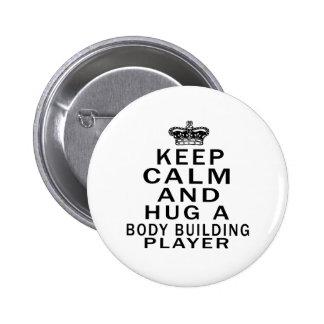 Gardez le calme et étreignez un joueur de musculat badges avec agrafe