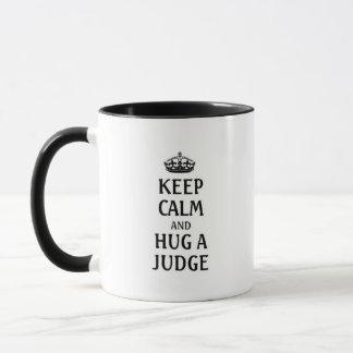 Gardez le calme et étreignez un juge mug
