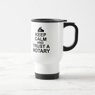 Gardez le calme et faites confiance à un notaire mug de voyage