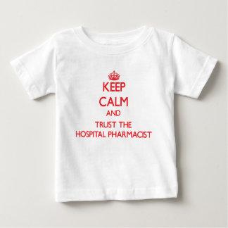 Gardez le calme et faites confiance au pharmacien t-shirt pour bébé